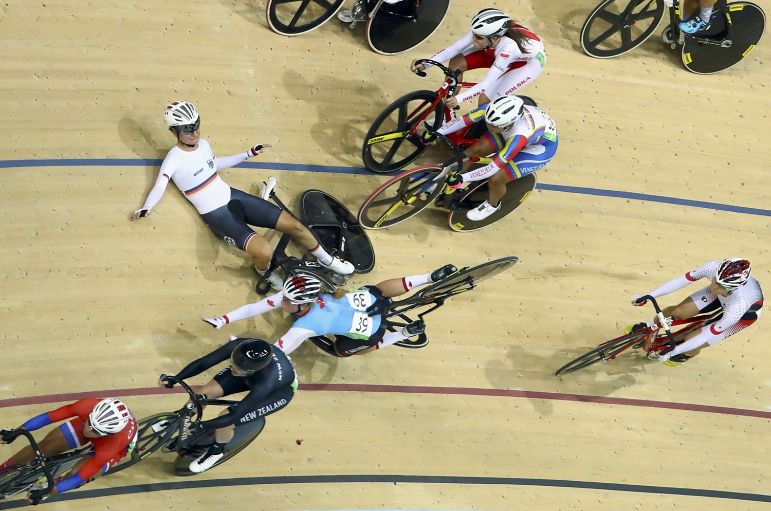 2016 Rio Olympics - Cycling Track - Final - Women's Omnium 10km Scratch Race  - Rio Olympic Velodrome - Rio de Janeiro, Brazil - 15/08/2016. Anna Knauer (GER) of Germany and Allison Beveridge (CAN) of Canada crash. REUTERS/Paul Hanna FOR EDITORIAL USE ONLY. NOT FOR SALE FOR  MARKETING OR ADVERTISING CAMPAIGNS.  - RTX2KYTV