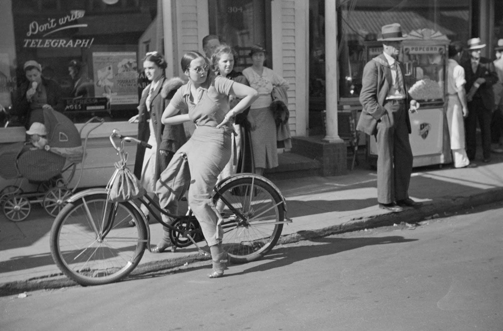 street-scene-provincetown-massachusetts-1937